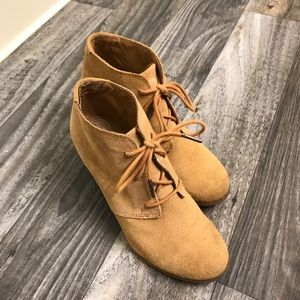 Toms suede booties size 7